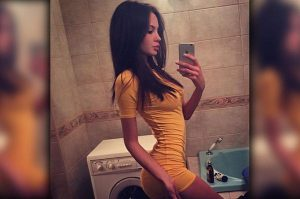 girls-in-sexy-tight-dresses-371