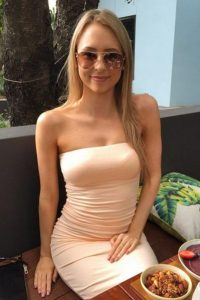 girls-in-sexy-tight-dresses-40