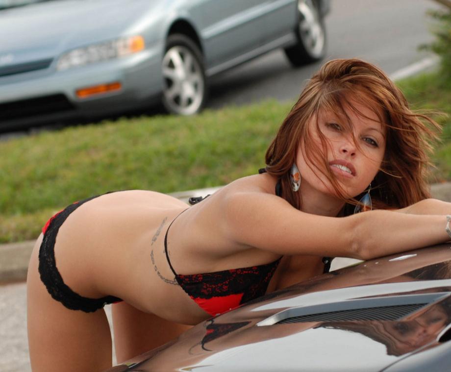 Девушки моют автомобиль и эротика фото 418-665