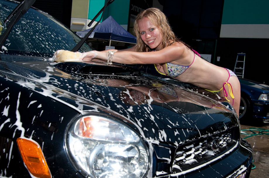 sexy-girls-washing-a-car