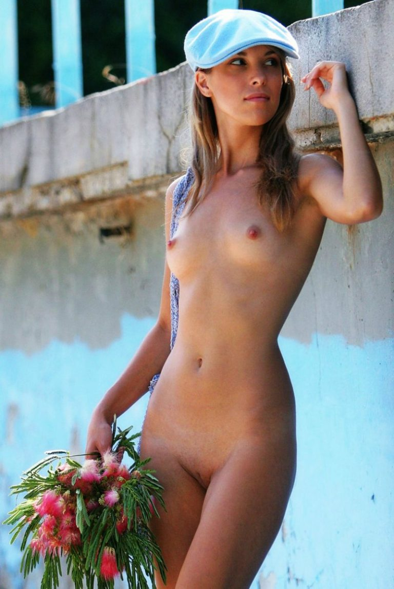 Young french girls naked — pic 9