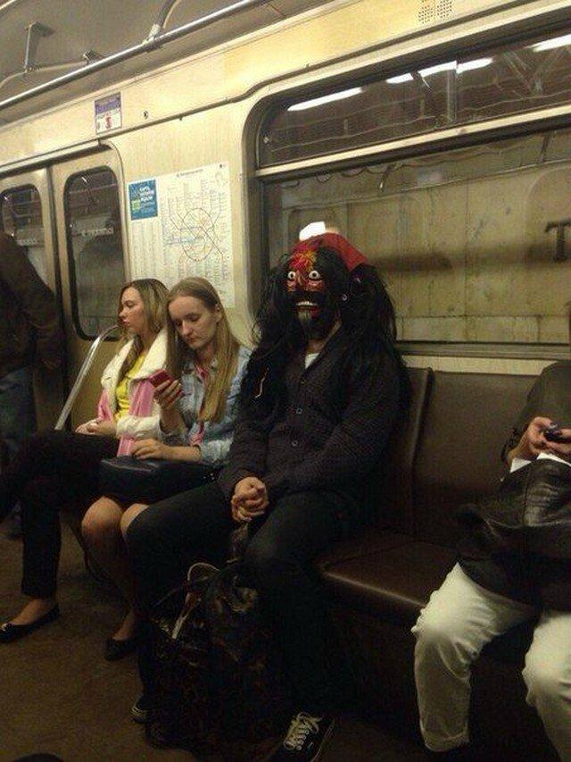 чудики в метро 18