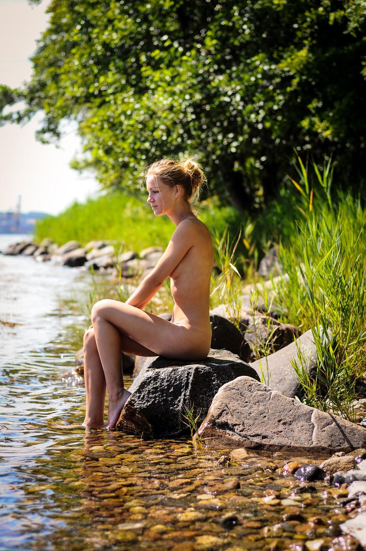 брюнетки фотографии в лесу порно