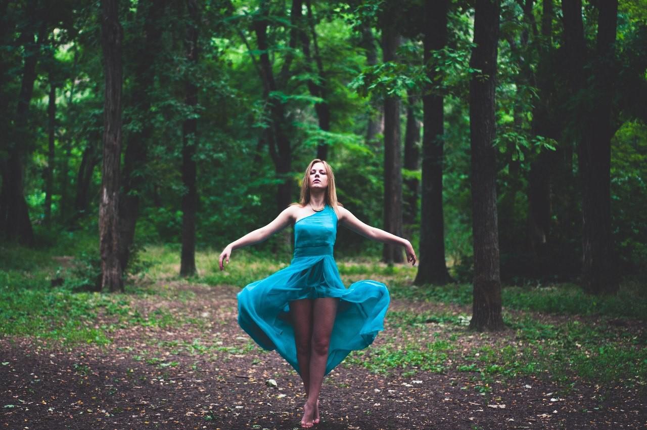 Приподняла платье фото 15 фотография