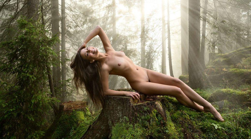 фото в лесу ню