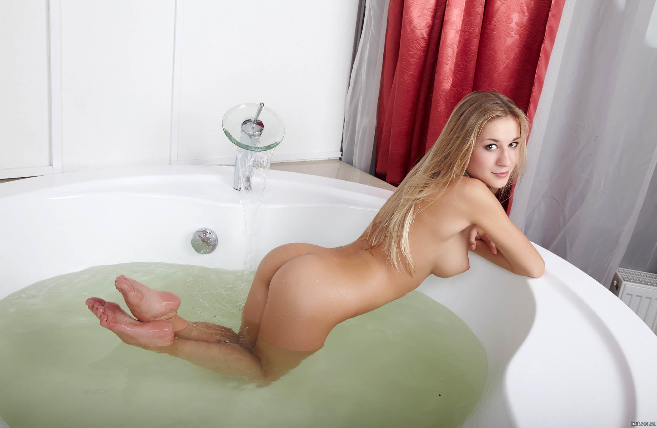 eroticheskie-fotografii-devushek-v-vannoy