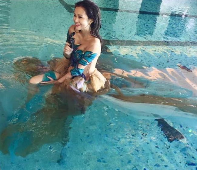 brown_dress_in_swimming_pool_01