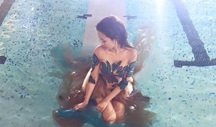 brown_dress_in_swimming_pool_02