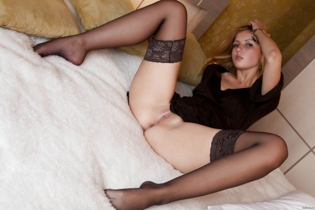 молодые в чулках фото порно