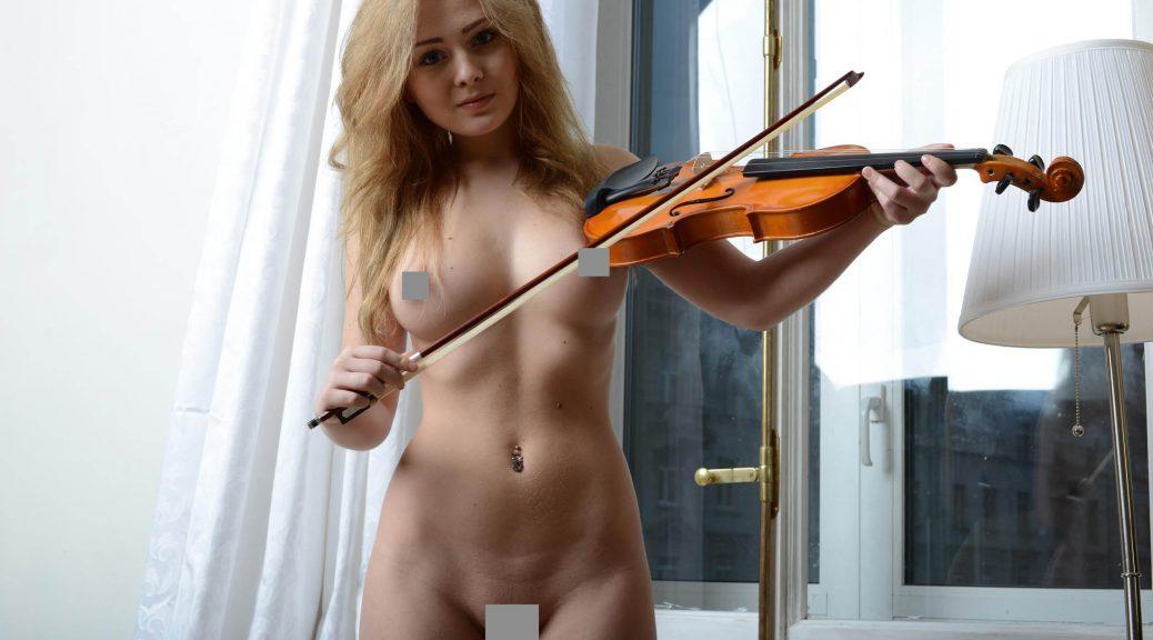 Красивые голые девушки 20 фото