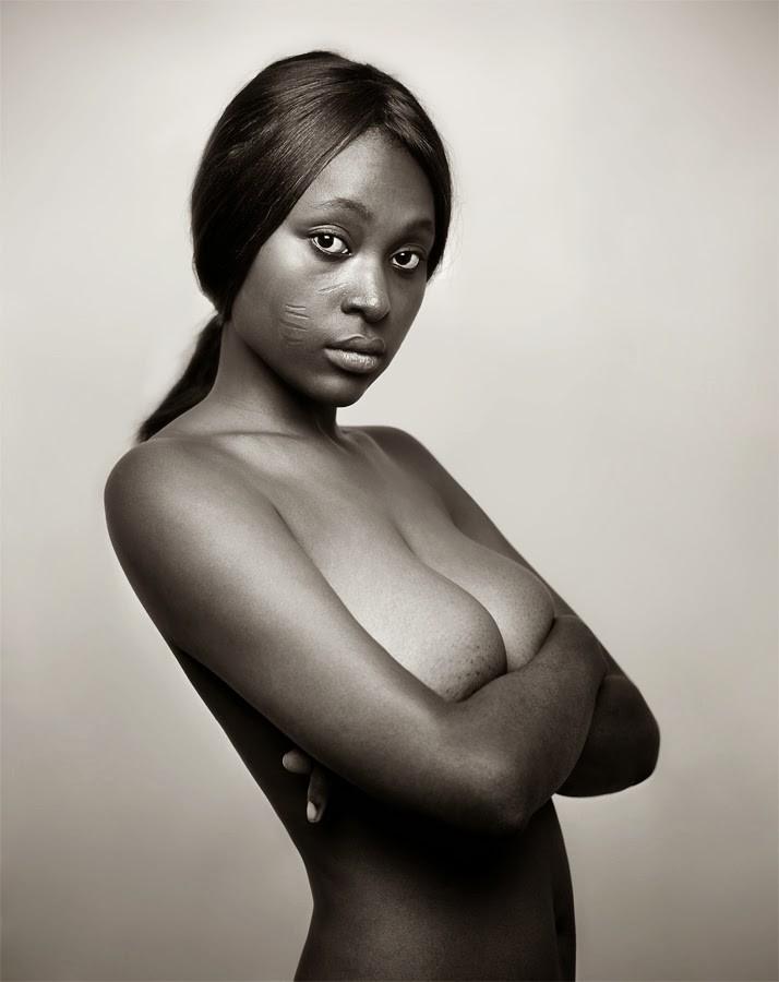 красивая девушка эротика чёрно белое фото