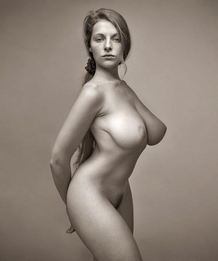 Портреты красивых девушек с голой грудью фото 12203 фотография