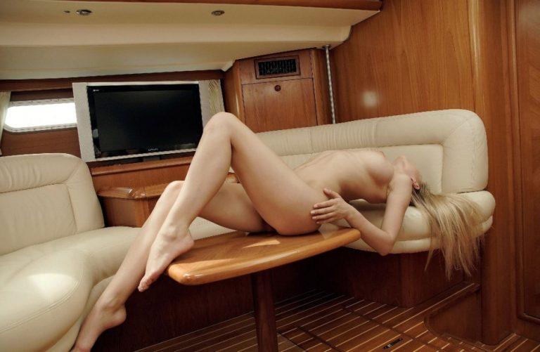 секс с в каюте девушкой