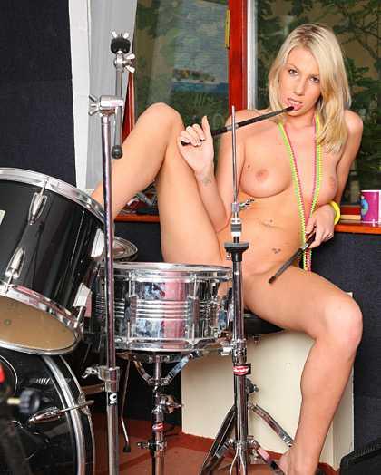 drums-nude-teaseing-teen-girls