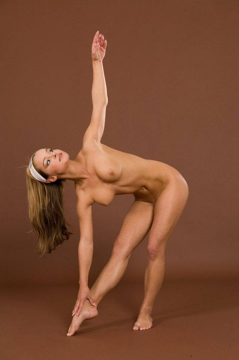 Gymnastic girls get naked — photo 10