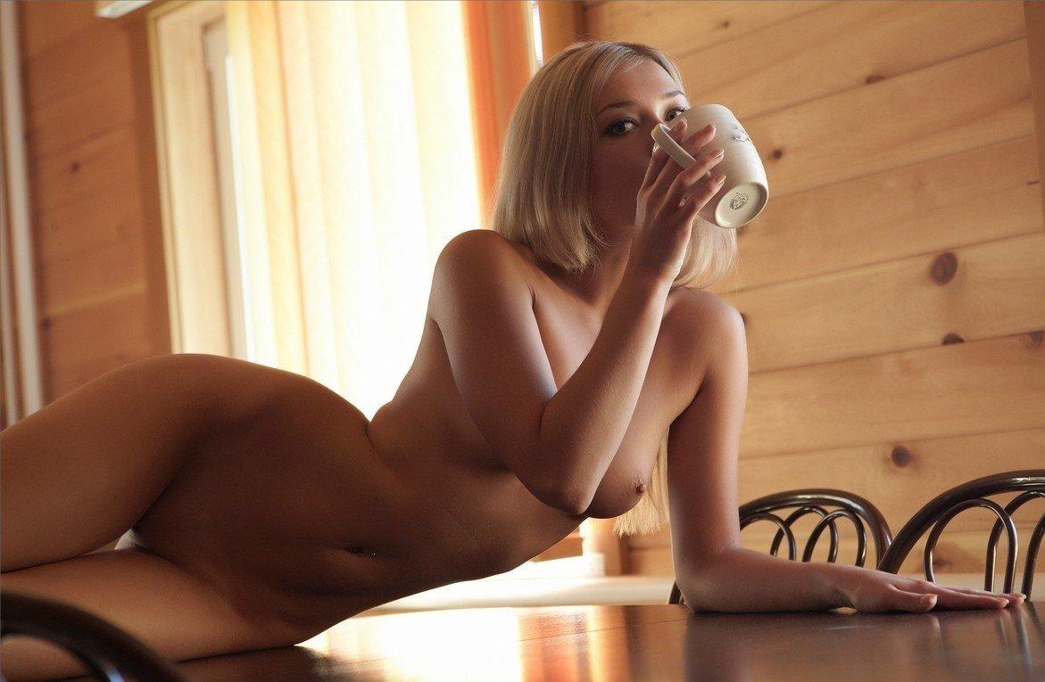 Эротическе фото девушек на даче 12 фотография