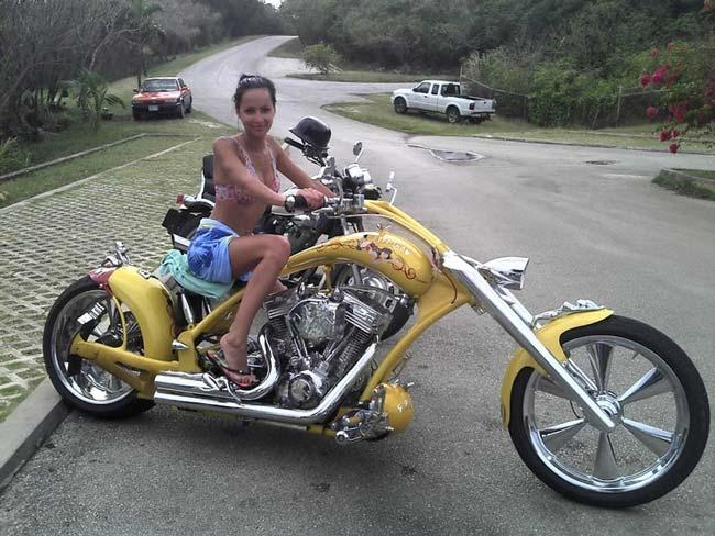 devushki-i-motocikli-04