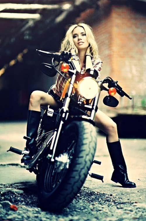 devushki-i-motocikli-17