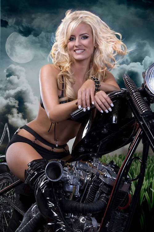 devushki-i-motocikli-21