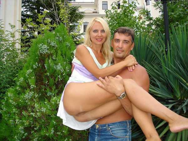 zrelaya-blondinka-seks-na-prirode