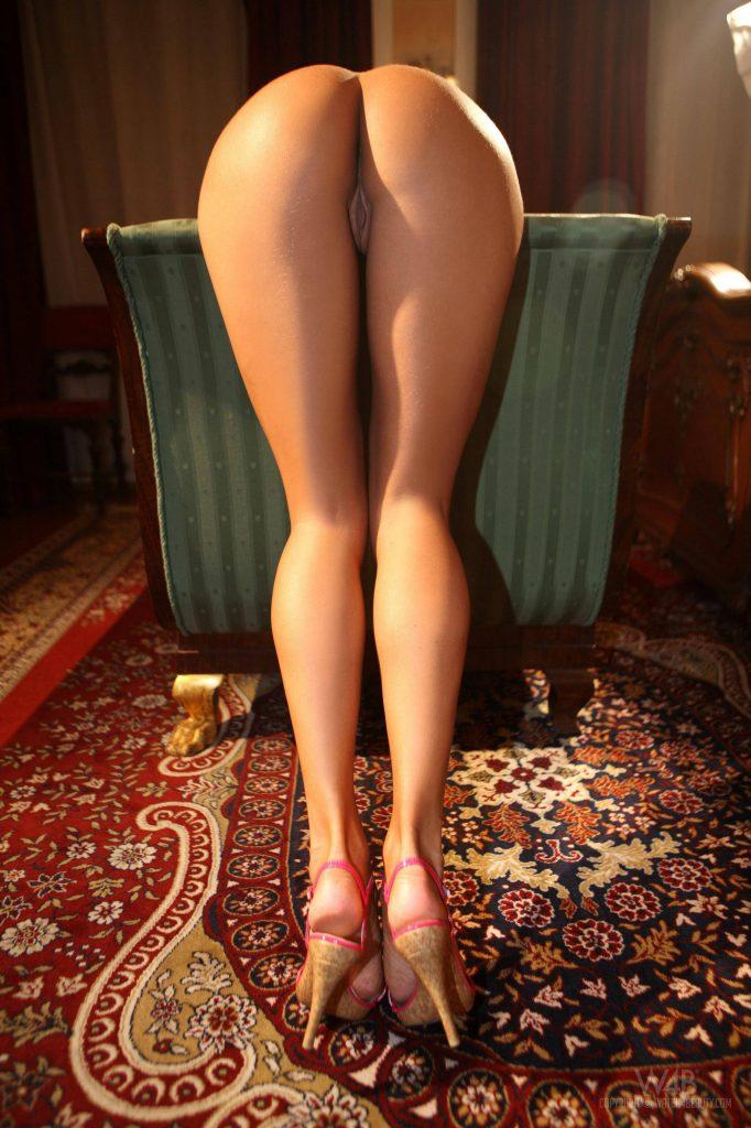 фото голых женщин ножки