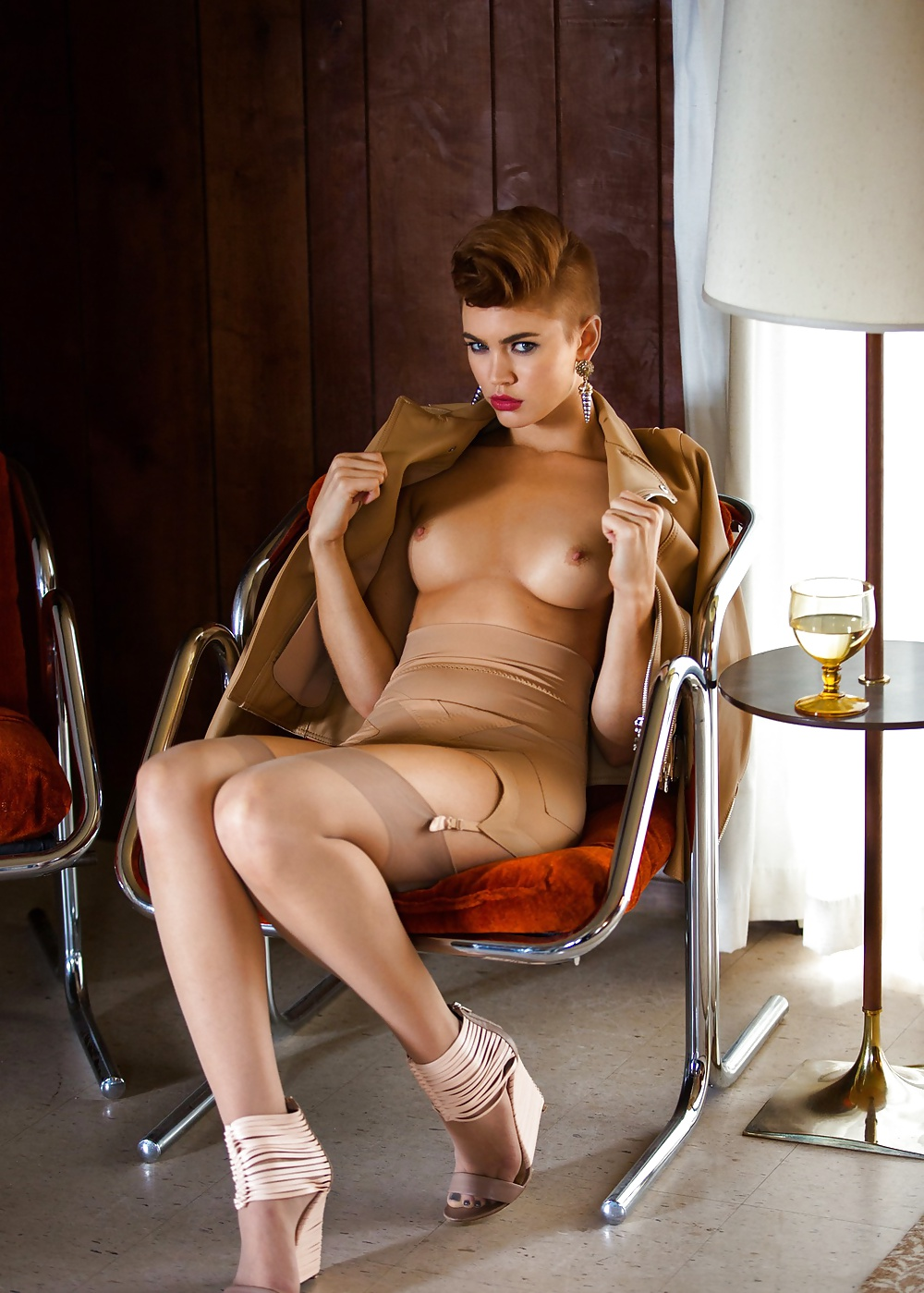 short-haired-nude-babe