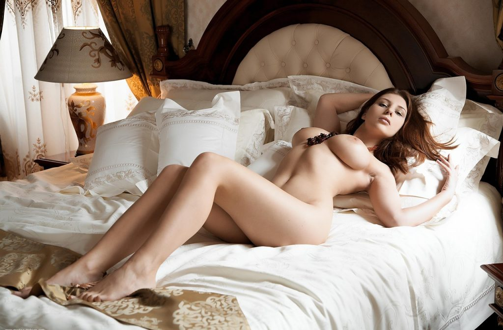 hot-women-naked-super-wet-in-bed-chested