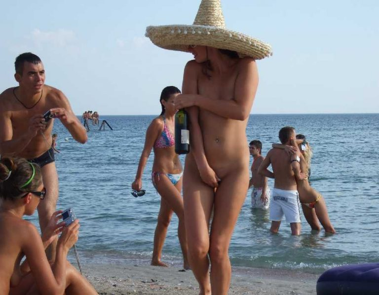 откровенные фото нудистов на пляже