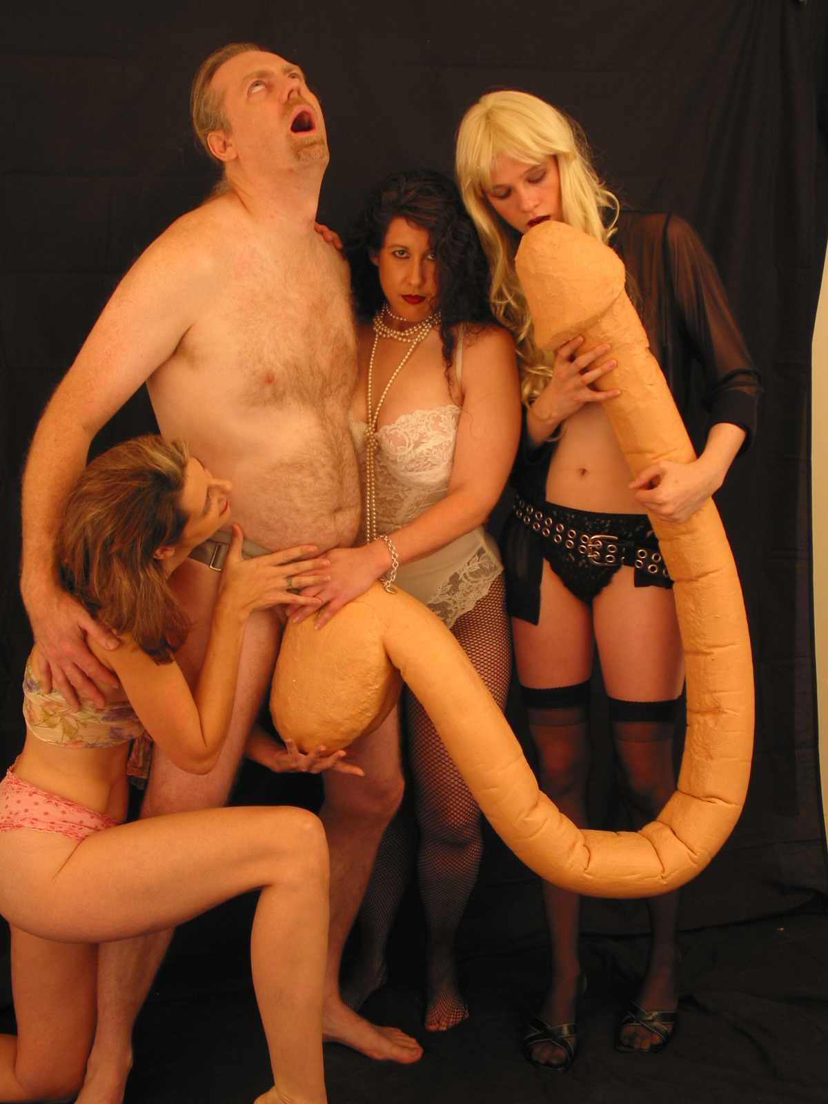 1445945195_john_with_women_being_licked