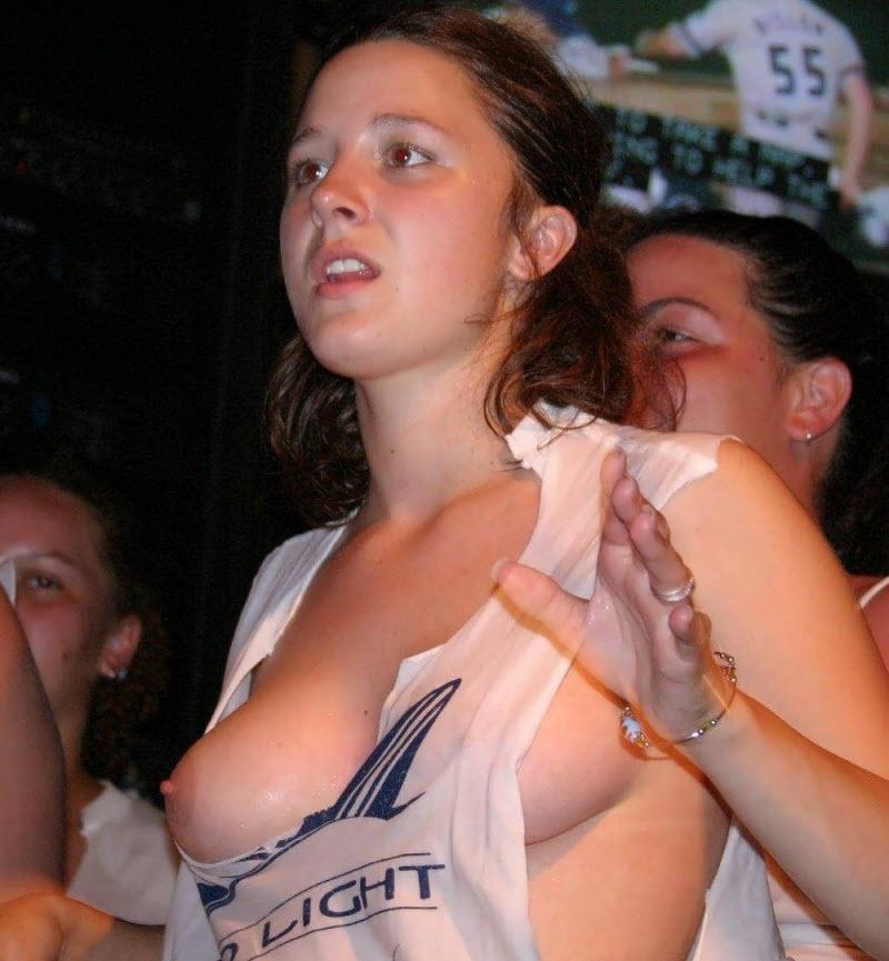 фото груди случайное голой