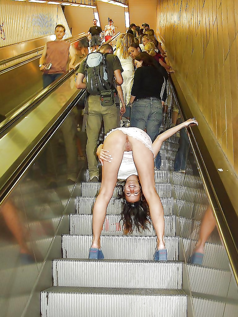 Секс в метро колготки