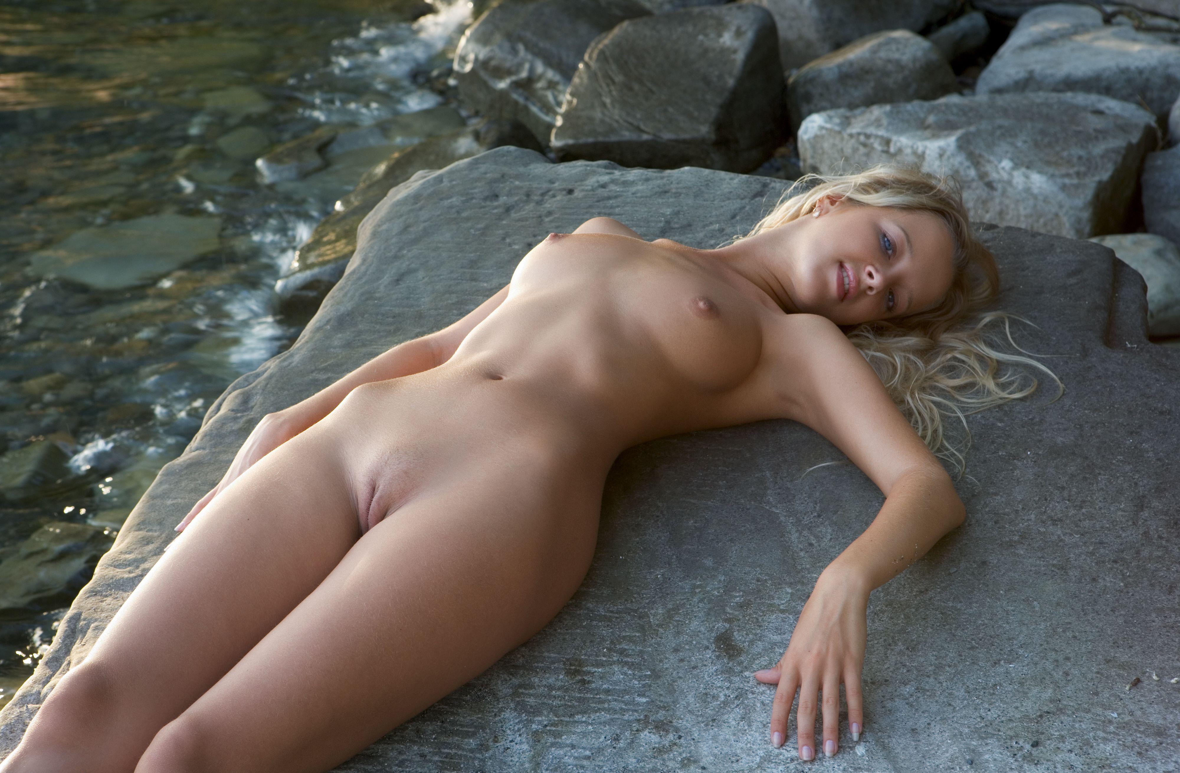 фото голых девушек яндекс