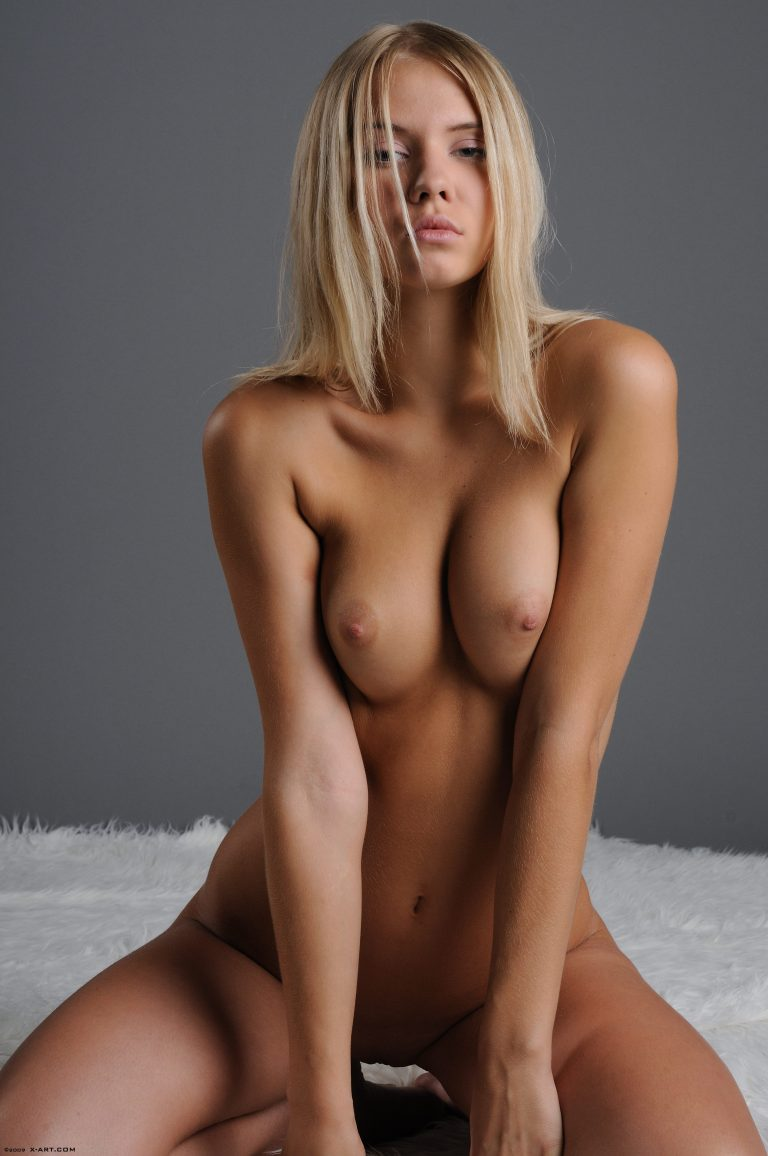 sexy-naked-nude-blondes-females