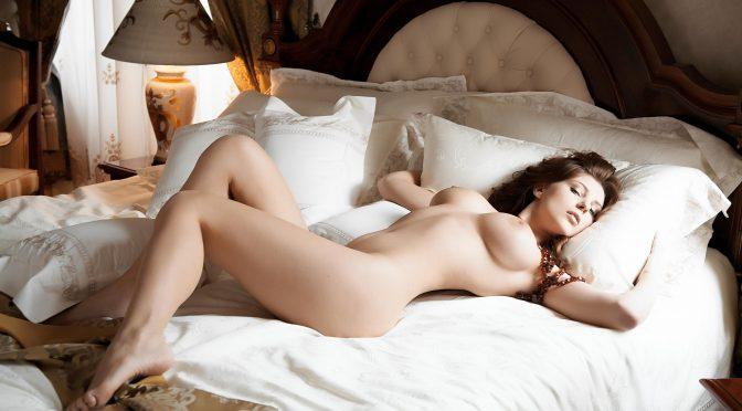 фото красивых девушек в постельке порно