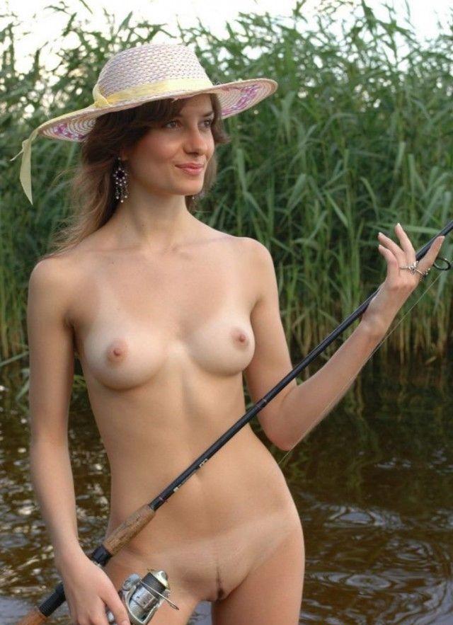 фото обнаженной девушке на рыбалке