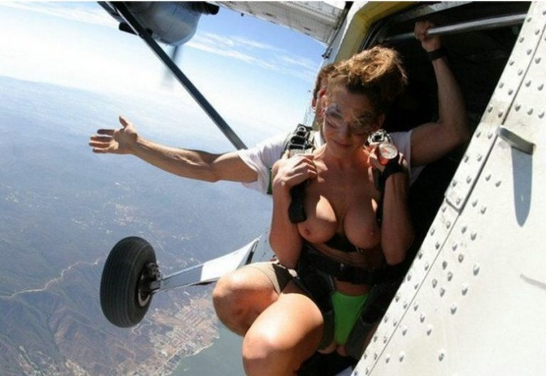 nude-women-and-airplanes