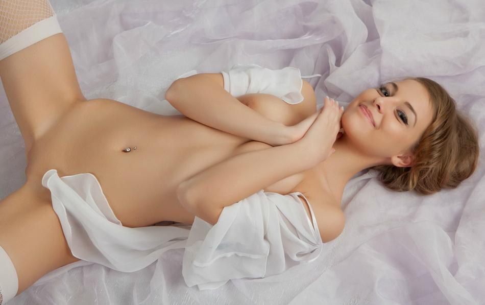 krasotki-v-belih-chulkah-foto-erotika-hq