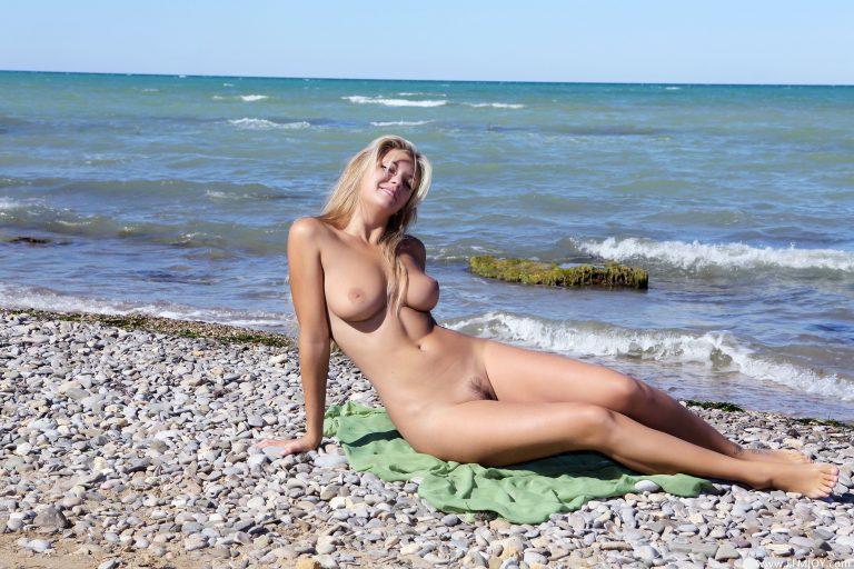 goliy-i-krasiviy-nudist
