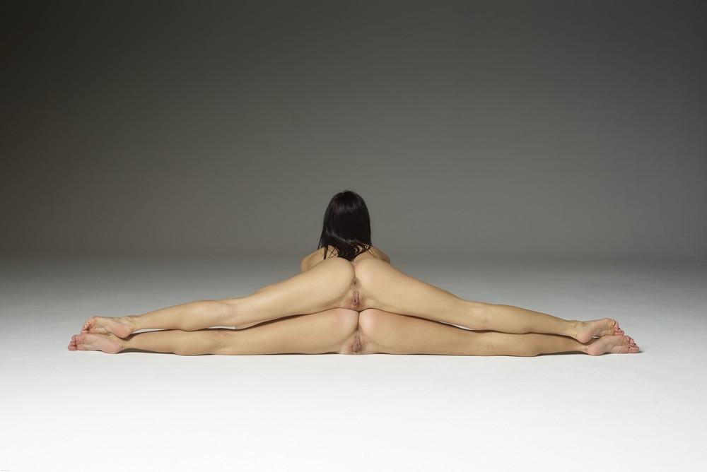 standing-nude-split