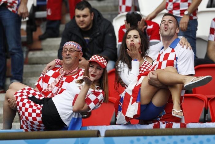 football_fans_01