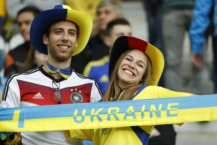 Football Soccer - Germany v Ukraine - EURO 2016 - Group C - Stade Pierre-Mauroy, Lille, France - 12/6/16 Germany and Ukraine fans before the match REUTERS/Gonzalo Fuentes Livepic
