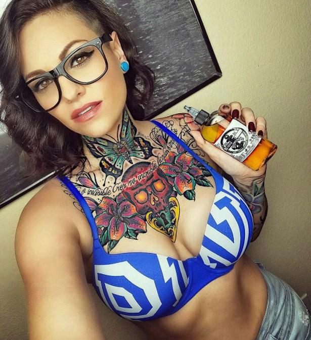 girls_with_tattoo_01