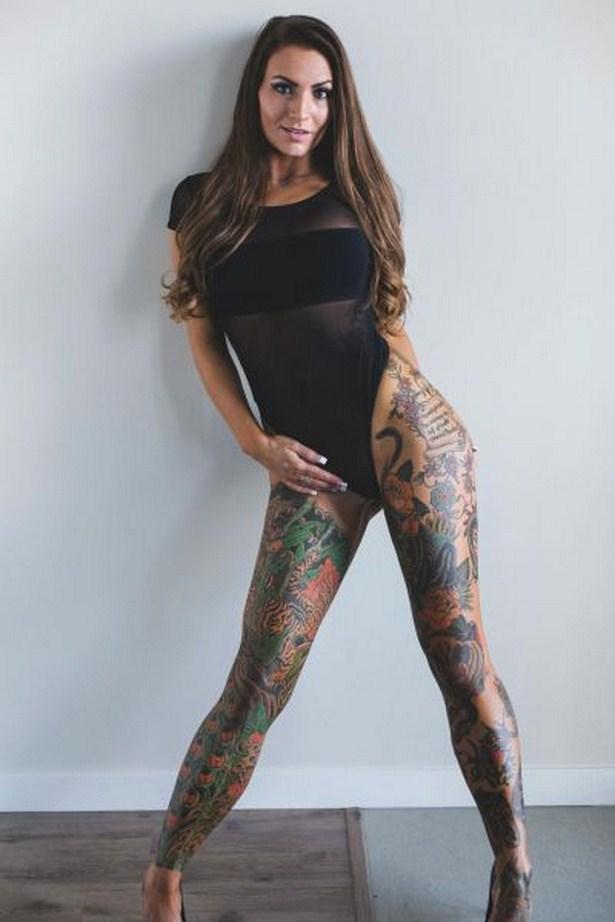 girls_with_tattoo_05