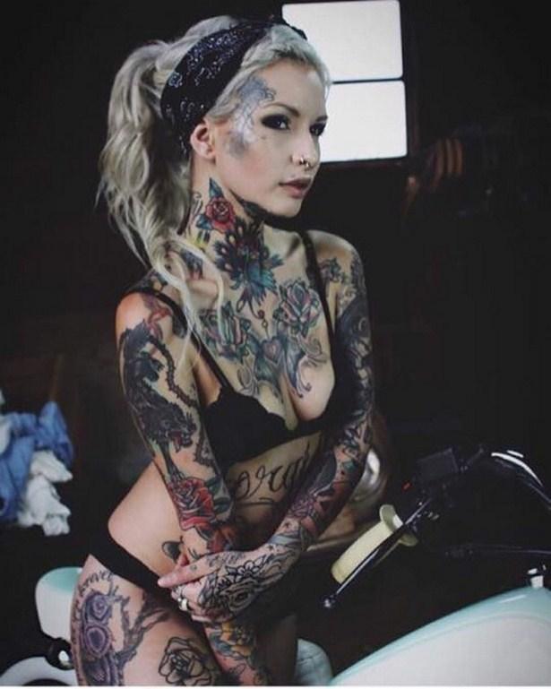 girls_with_tattoo_13