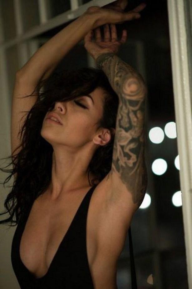 girls_with_tattoo_22