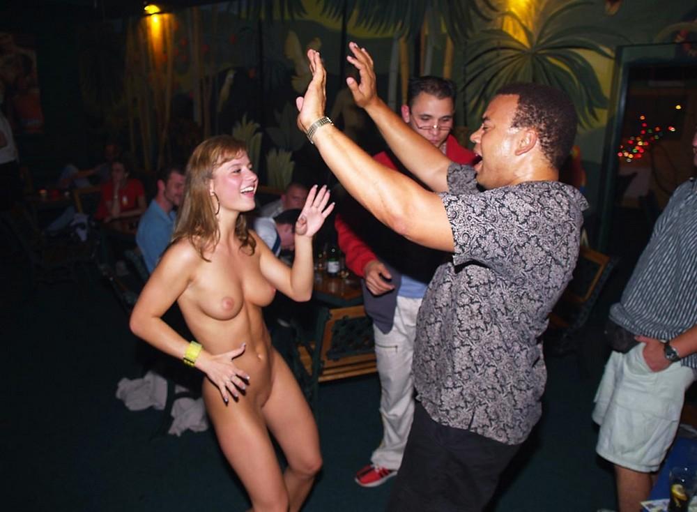 lesbiyanki-i-ih-klitori-i-foto