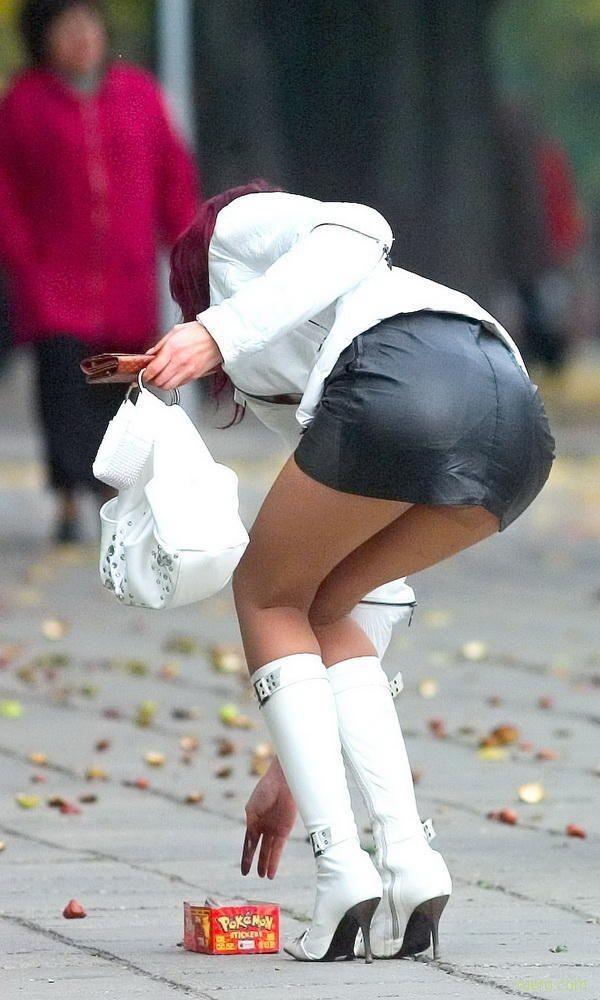 смотреть фото девушек в коротких юбках без трусов