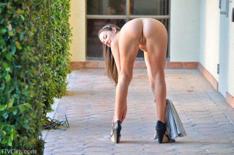 фото голые женщины без трусиков