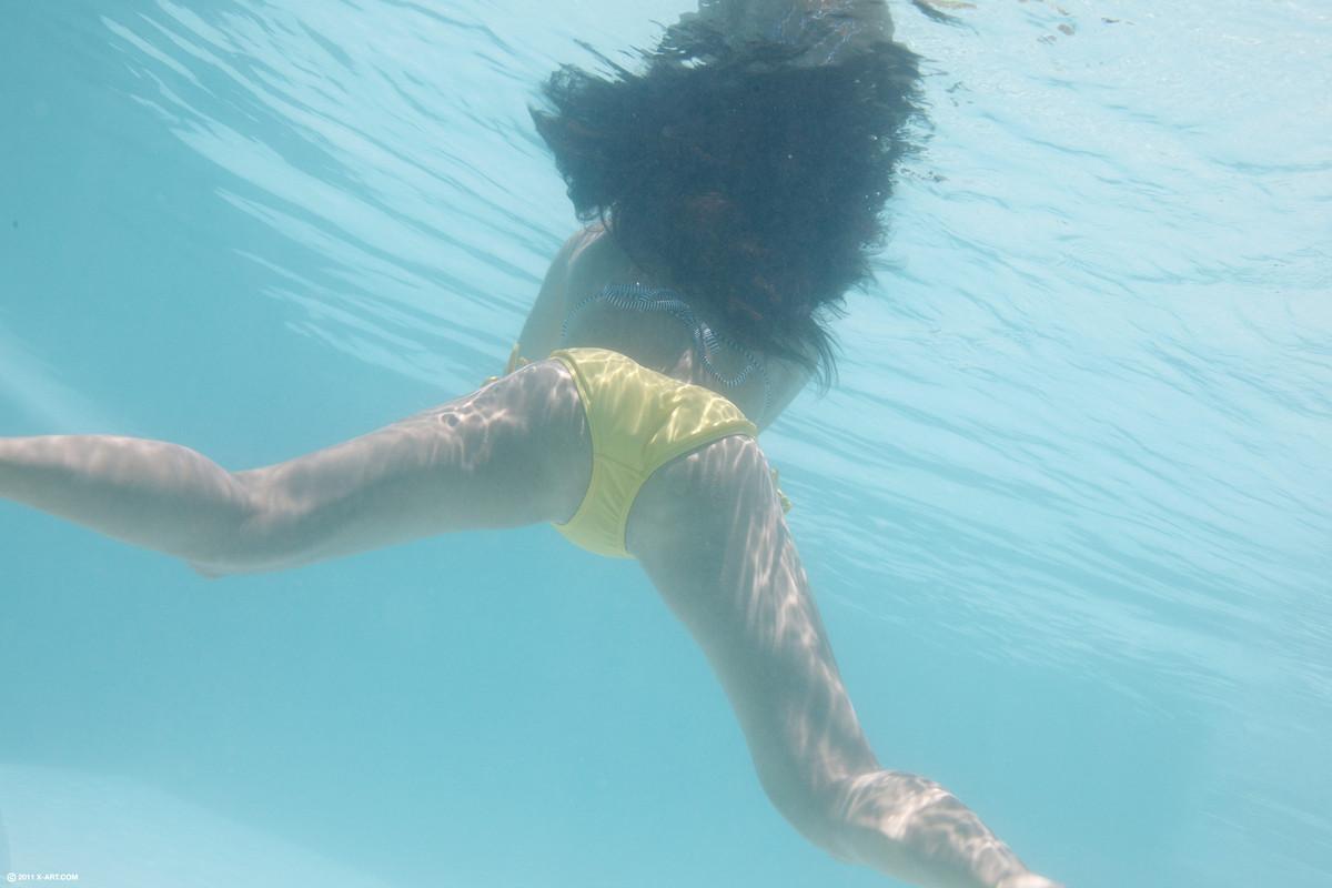 trahayutsya-v-vode-i-pod-vodoy