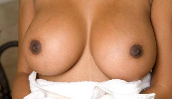 фото грудь сосок черные
